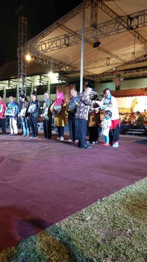 Team WJNC dan Grebeg Pasar Kecamatan Mergangsan menerima Penghargaan sebagai Penampil Terbaik I  Tingkat Kota Yogyakarta