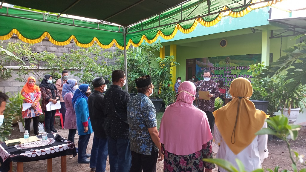 Panen Selada Organik dan Jaring Ikan Nila bersama Wawali, Bapak Drs. Heroe Poerwadi, MA